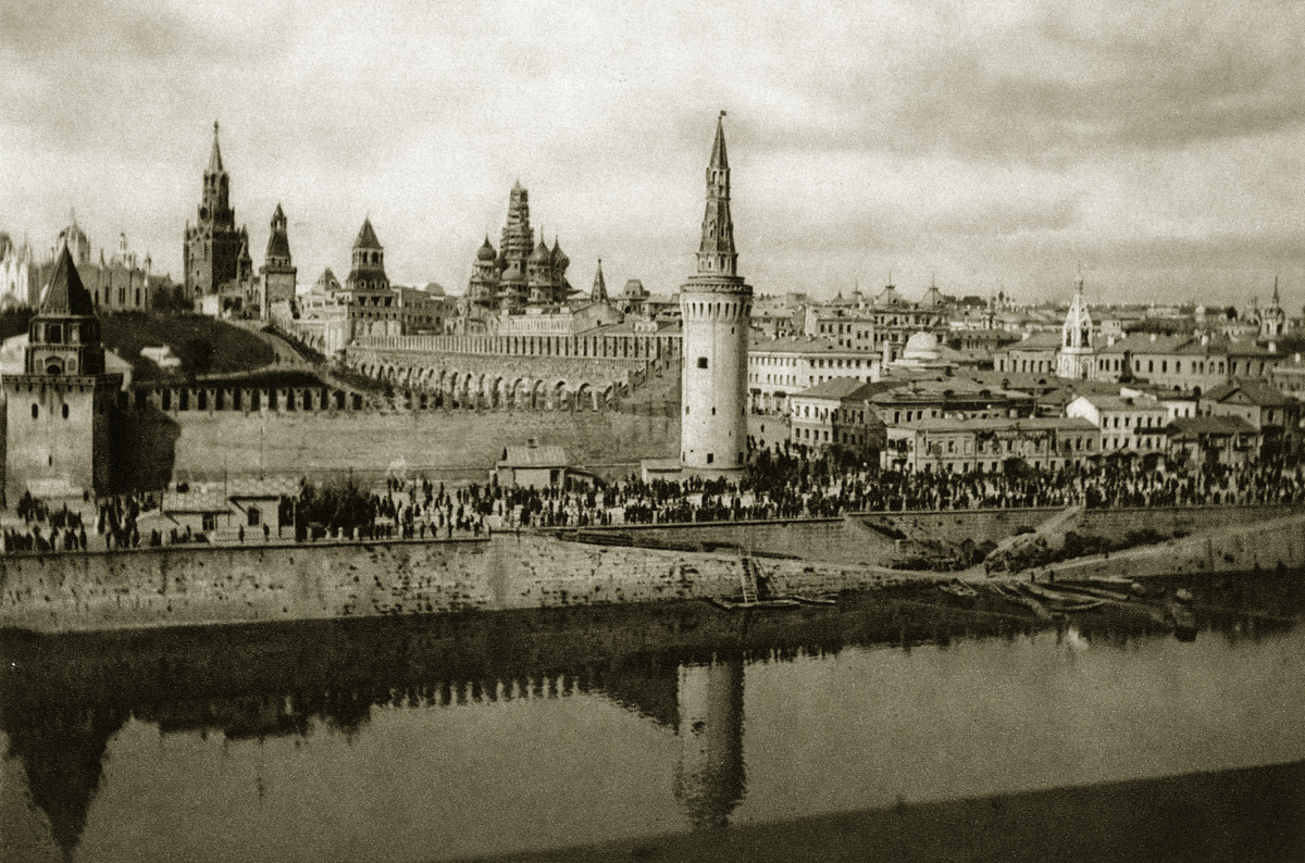 http://infoglaz.ru/wp-content/uploads/retro-fotografii-Moskvy_10.jpg