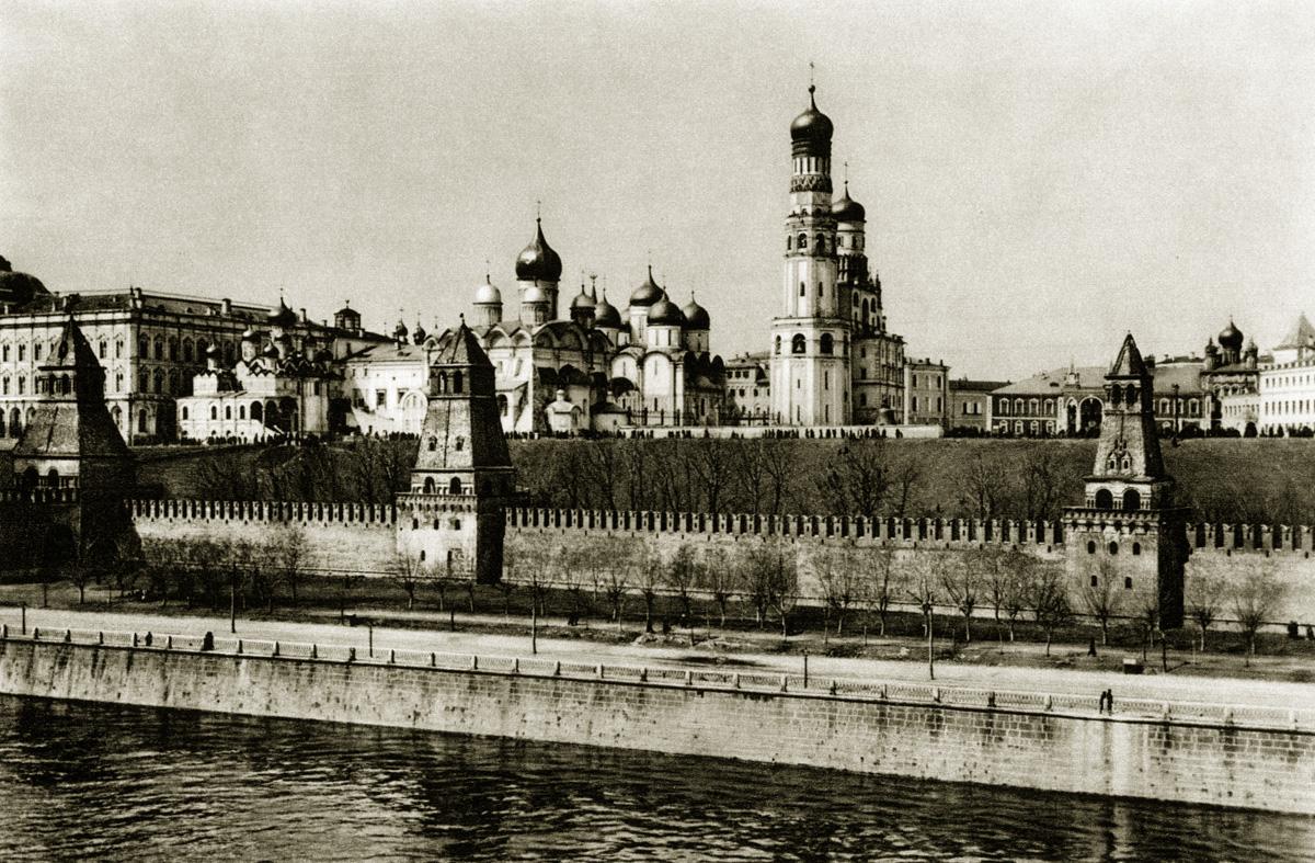 http://infoglaz.ru/wp-content/uploads/retro-fotografii-Moskvy_11.jpg