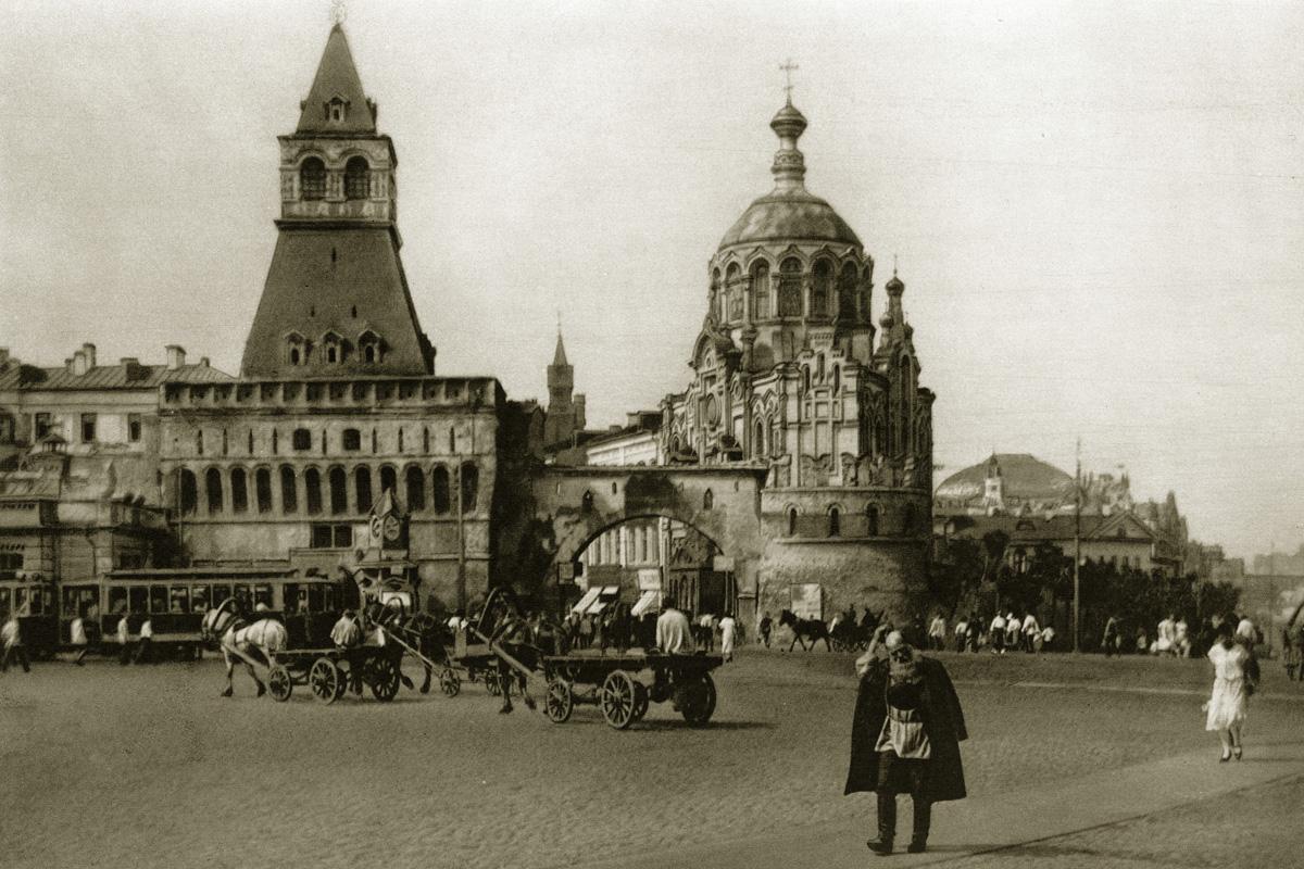 http://infoglaz.ru/wp-content/uploads/retro-fotografii-Moskvy_18.jpg
