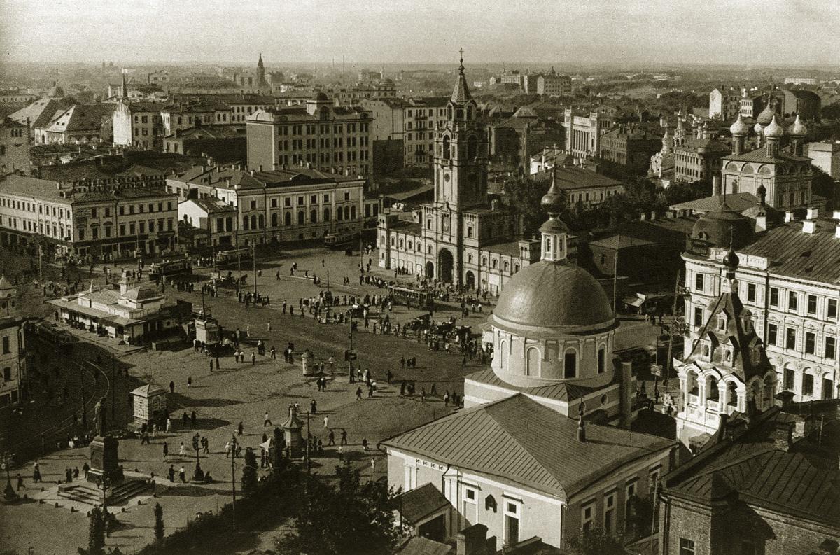 http://infoglaz.ru/wp-content/uploads/retro-fotografii-Moskvy_20.jpg