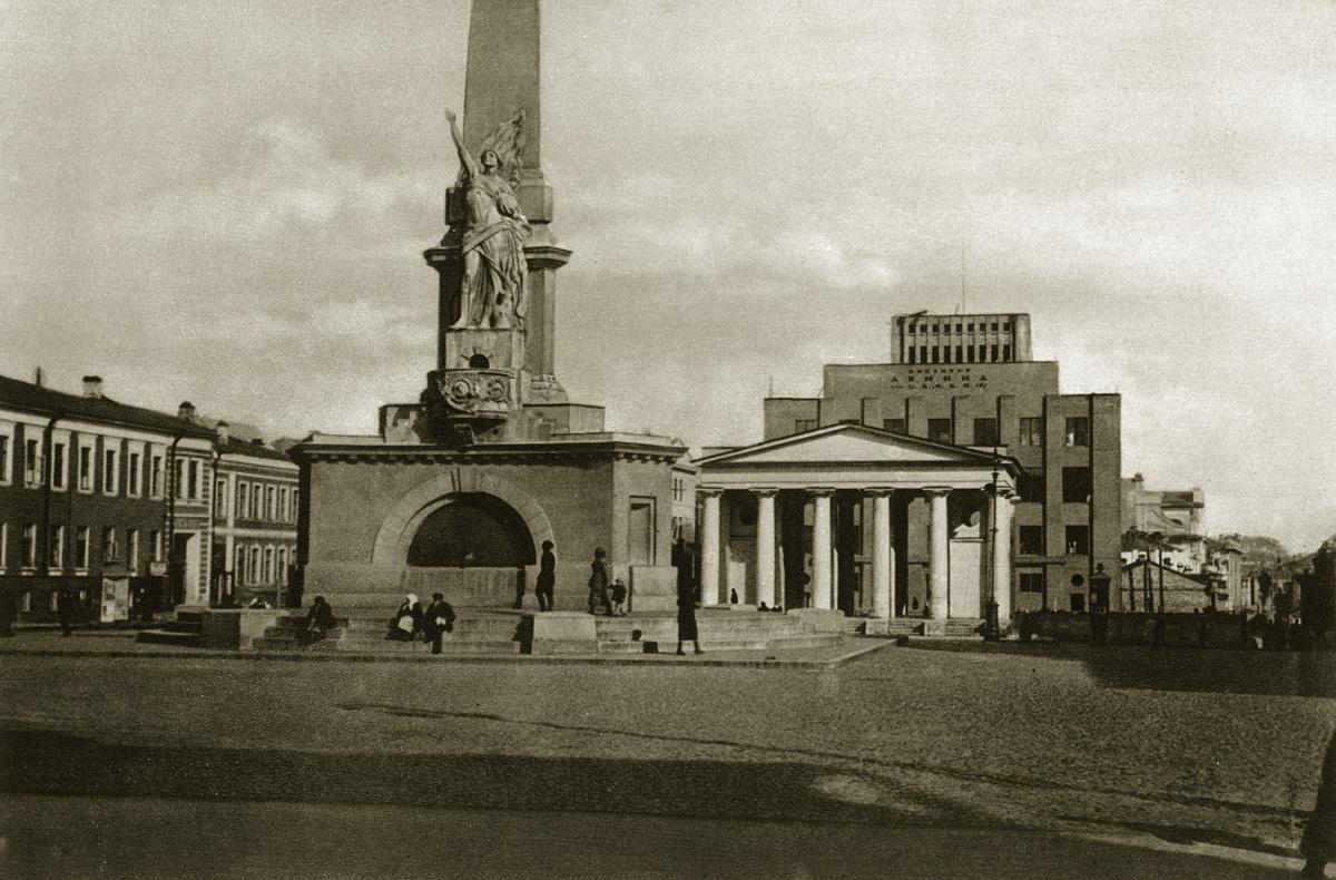 http://infoglaz.ru/wp-content/uploads/retro-fotografii-Moskvy_21.jpg