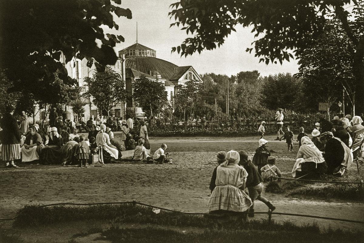http://infoglaz.ru/wp-content/uploads/retro-fotografii-Moskvy_23.jpg