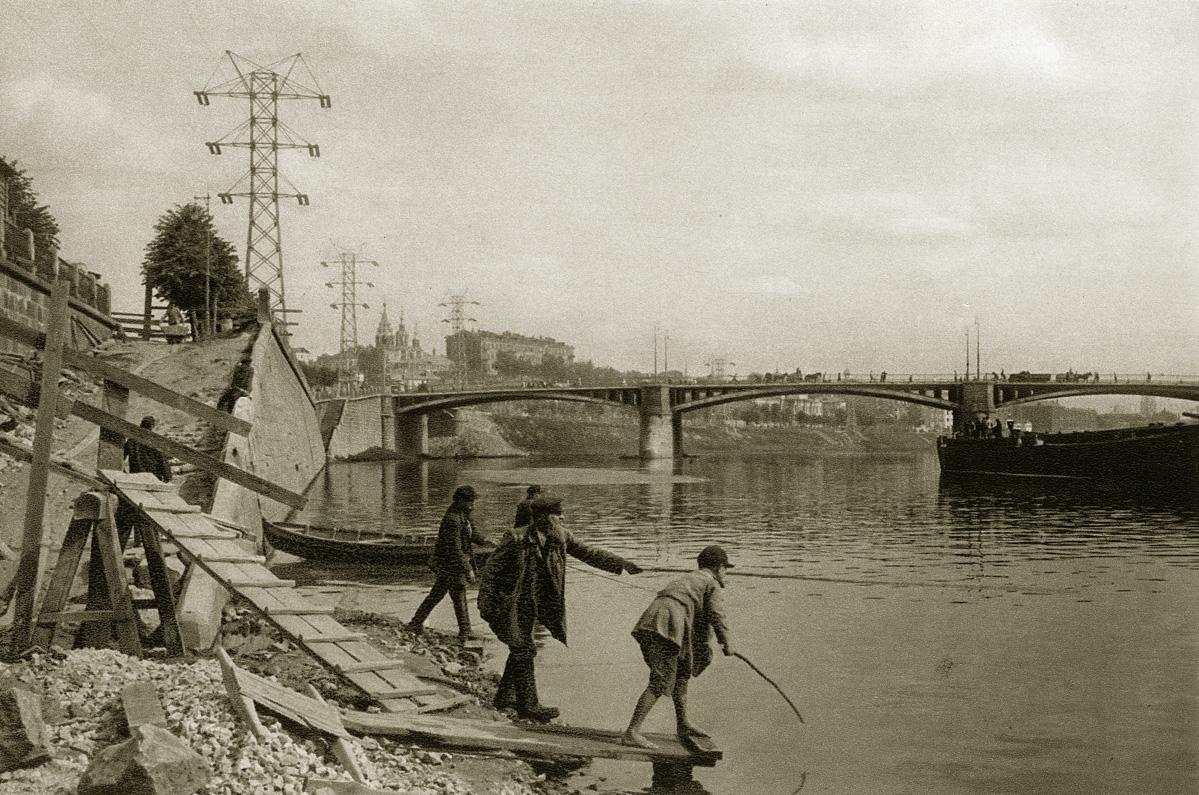 http://infoglaz.ru/wp-content/uploads/retro-fotografii-Moskvy_34.jpg