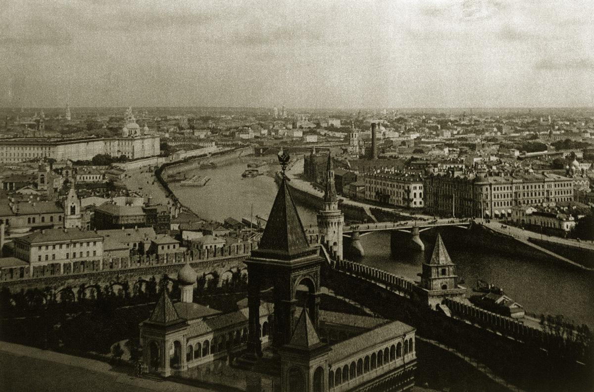 http://infoglaz.ru/wp-content/uploads/retro-fotografii-Moskvy_5.jpg