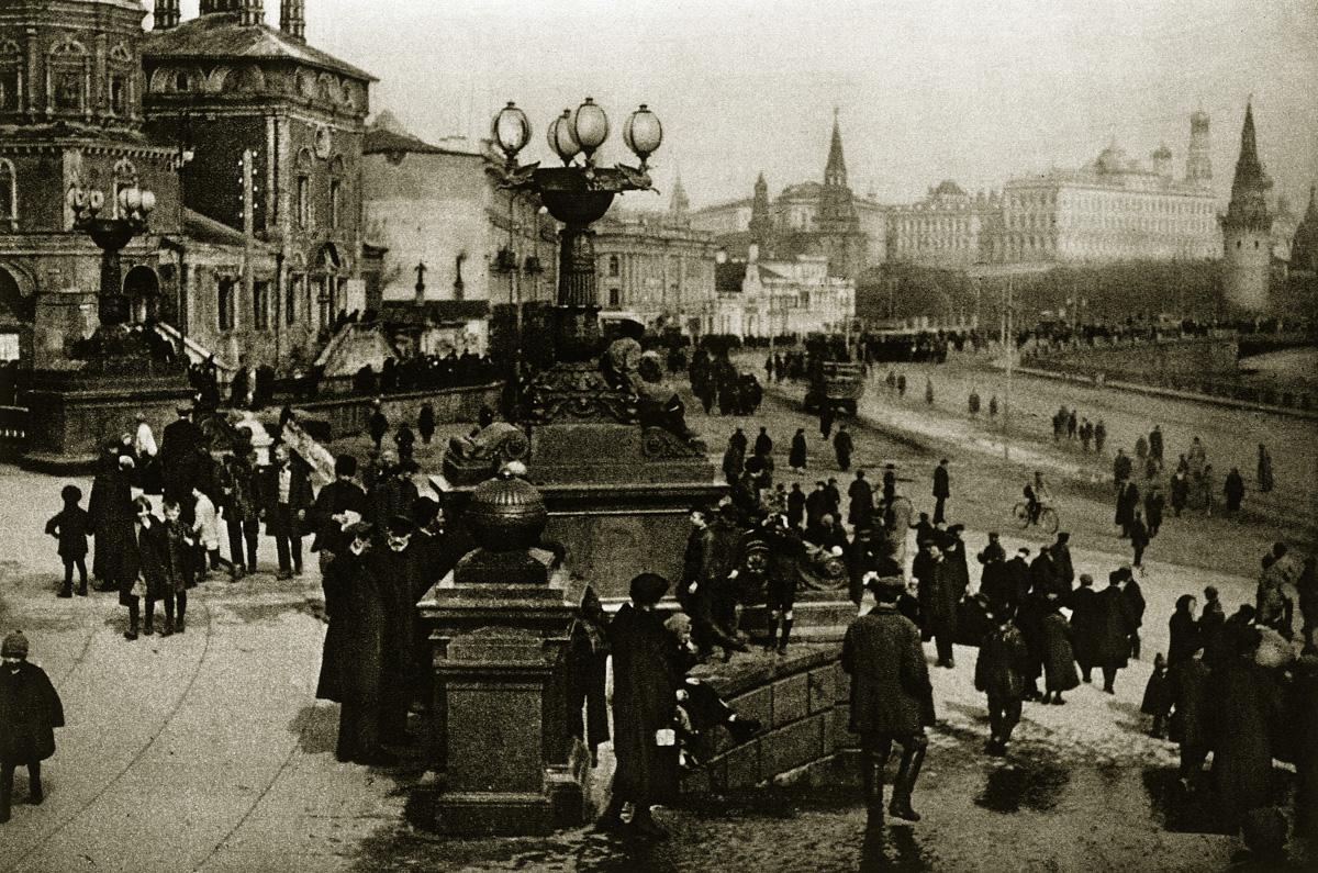 http://infoglaz.ru/wp-content/uploads/retro-fotografii-Moskvy_9.jpg