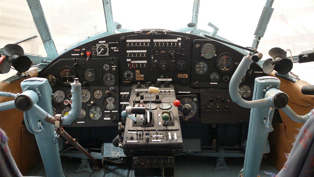 http://infoglaz.ru/wp-content/uploads/1024px-Antonov-2_cockpit.jpg