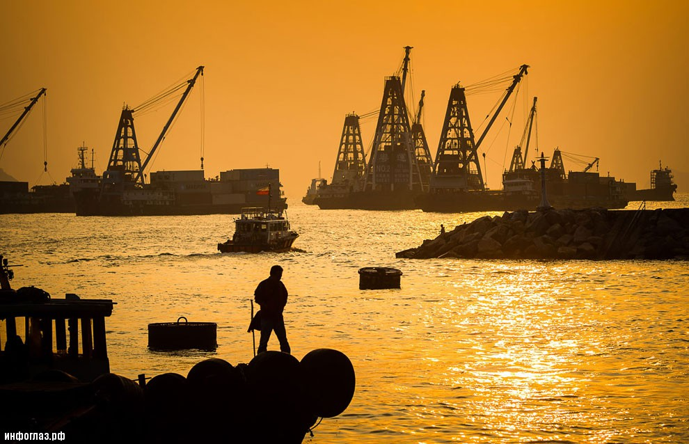 Ведущий финансовый центр Азии намеревается бороться с загрязнением окружающей среды судами