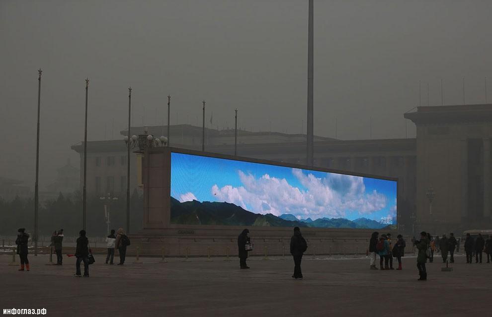 Сейчас в Пекине голубое небо можно увидеть только на картинках или плакатах