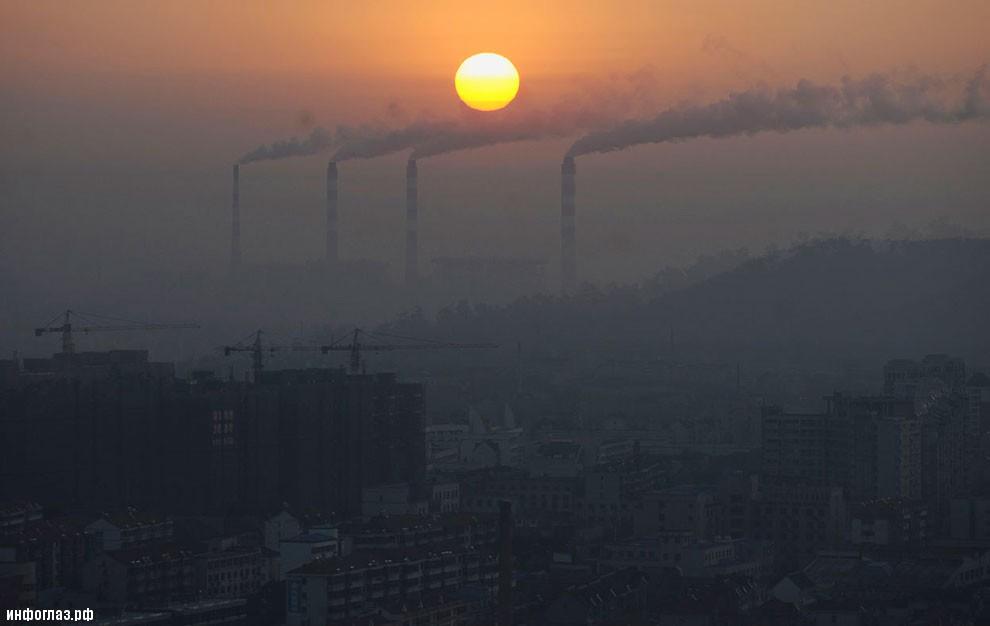 Власти Китая временно закрыли более 100 загрязняющих окружающую среду заводов и предприятий