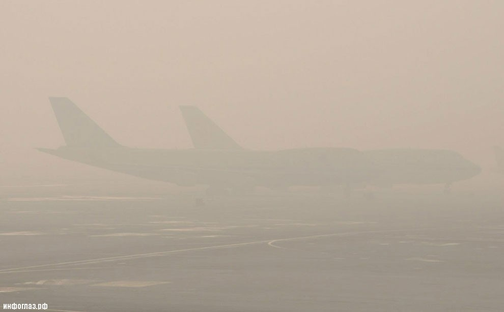 А это ядовитый смог в аэропорту Пекина
