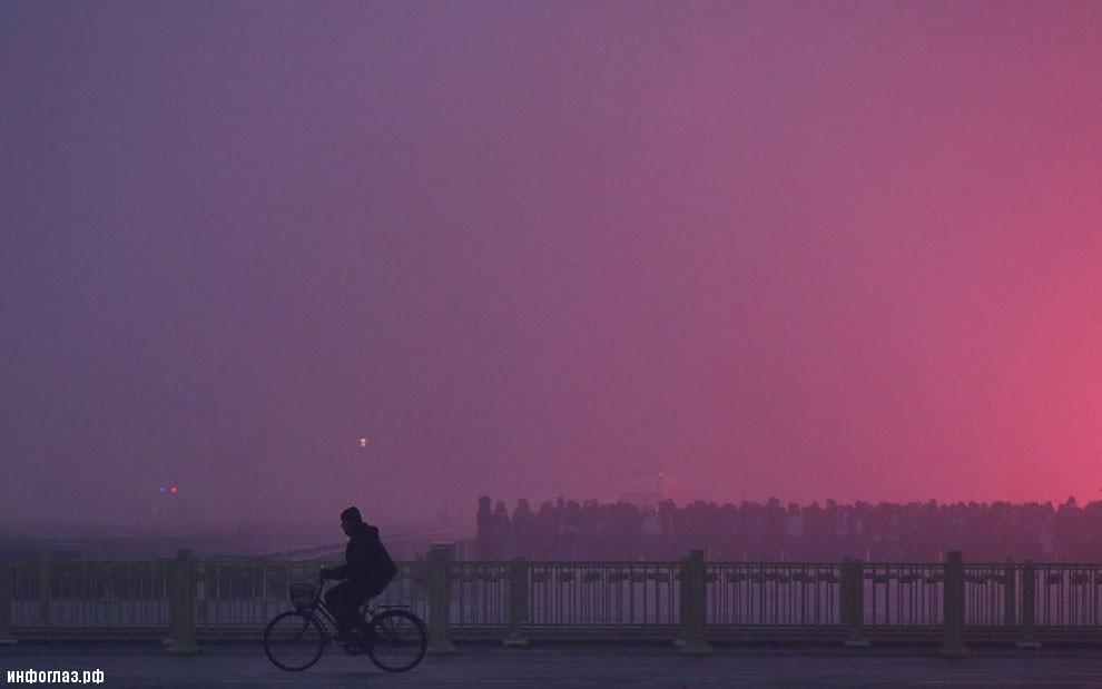Ядовитый смог на самой большой площади в мире – площади Тяньаньмэнь в Пекине