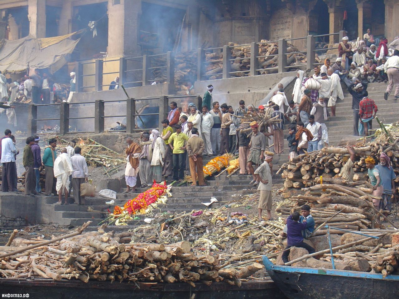 http://infoglaz.ru/wp-content/uploads/2013/03/india-cremation-gang.jpg