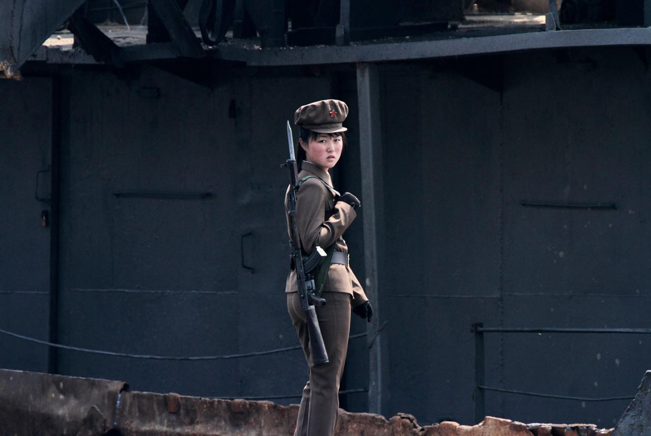 Сексуальный северокорейский солдат девушка