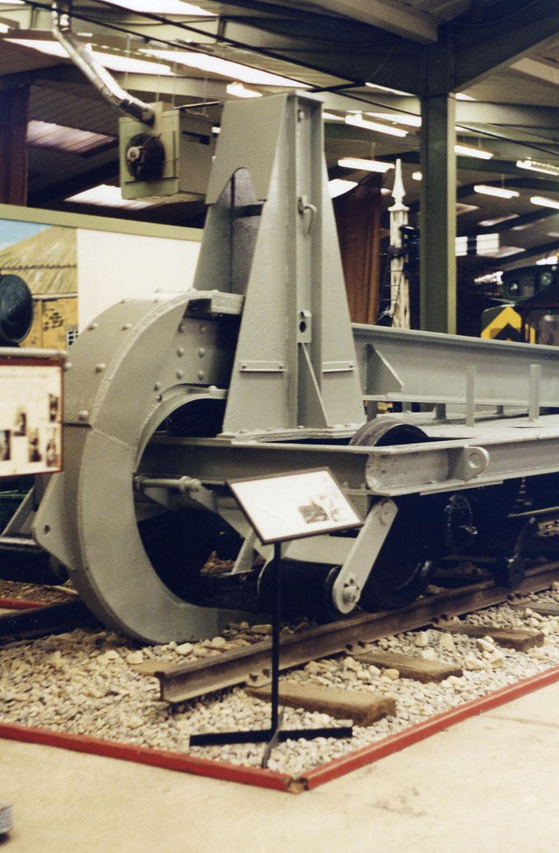 http://infoglaz.ru/wp-content/uploads/Beverley_Museum_of_Army_Transport_geograph-3283334-by-Ben-Brooksbank.jpg