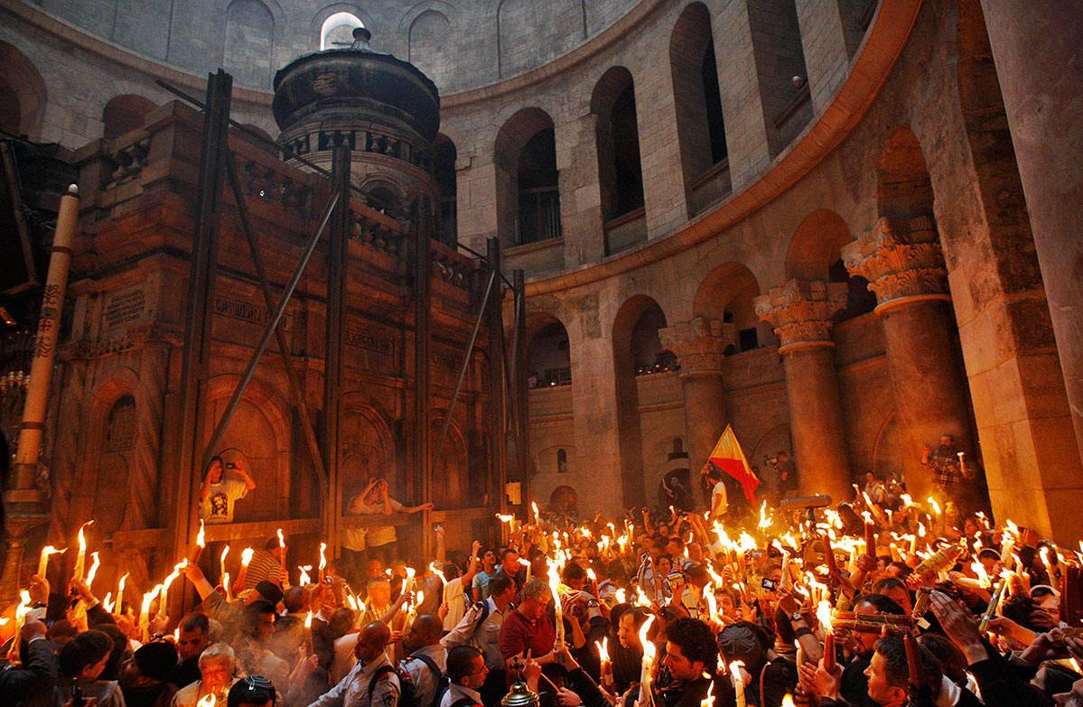 Верующим не входить! Огонь на православную Пасху.