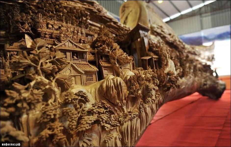 Картинка вырезанная из цельного ствола дерева