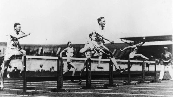 Международная федерация легкой атлетики стала первой организацией, которая официально ввела запрет на допинг. Олимпийские игры в Амстердаме в 1928 году.