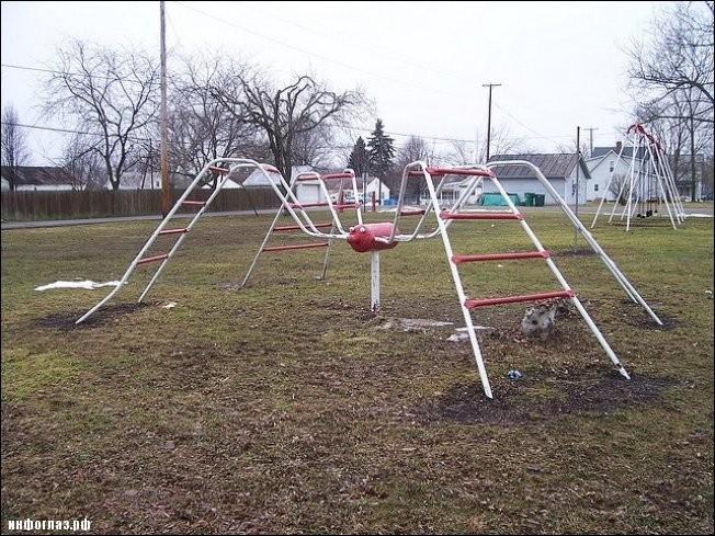 Игровая площадка - ужасы нашего городка