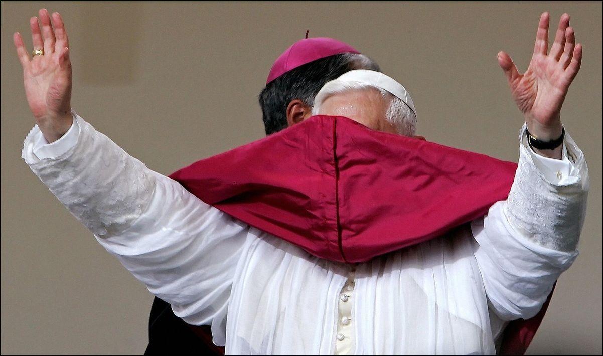 Папа Римский и ветер (14 фото)