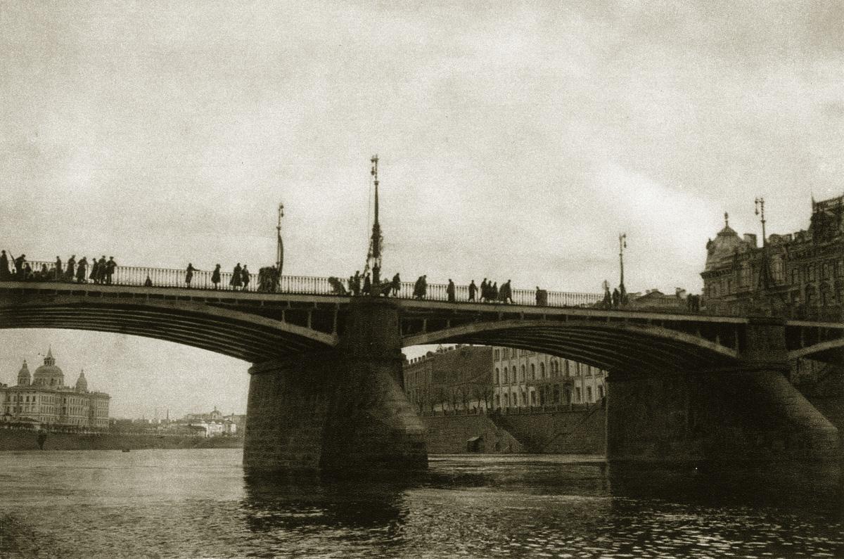 http://infoglaz.ru/wp-content/uploads/retro-fotografii-Moskvy_31.jpg