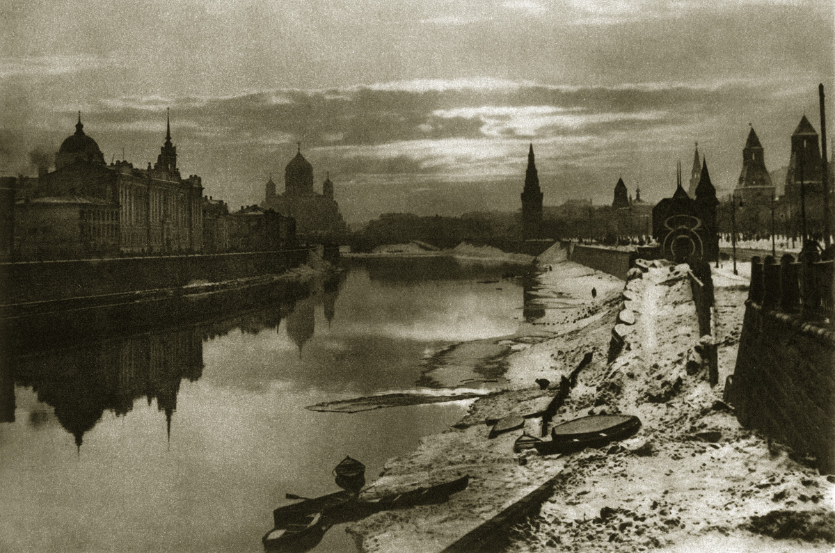 http://infoglaz.ru/wp-content/uploads/retro-fotografii-Moskvy_4.jpg