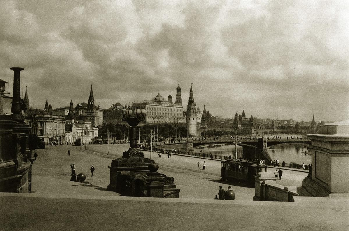 http://infoglaz.ru/wp-content/uploads/retro-fotografii-Moskvy_8.jpg