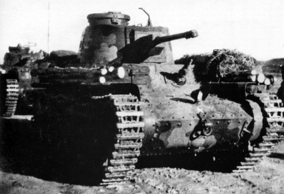 Средние танки Тип 97 «Шинхото Чи-ха» из состава 11-го танкового полка, Шумшу, 1944 год. На башне нанесён иероглиф 士 (самурай), являвшийся символом полка. - Десантники против танков:бойнаострове Шумшу | Военно-исторический портал Warspot.ru