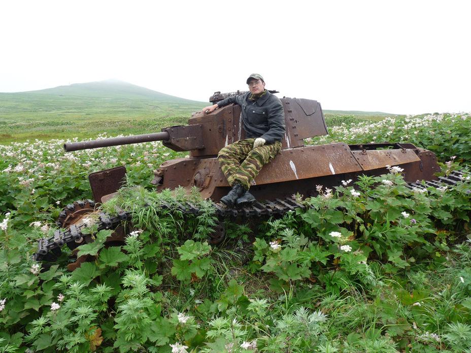 Автор статьи на танке, который дольше всех продвинулся в ходе атаки Высоты 165 - Десантники против танков:бойнаострове Шумшу | Военно-исторический портал Warspot.ru
