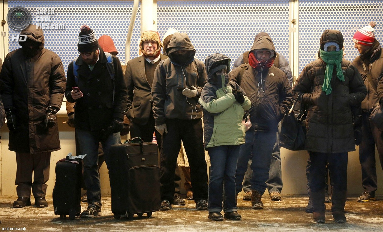 США. Чикаго, Иллинойс. 6 января. Последствия рекордных морозов. (AP Photo/Charles Rex Arbogast)