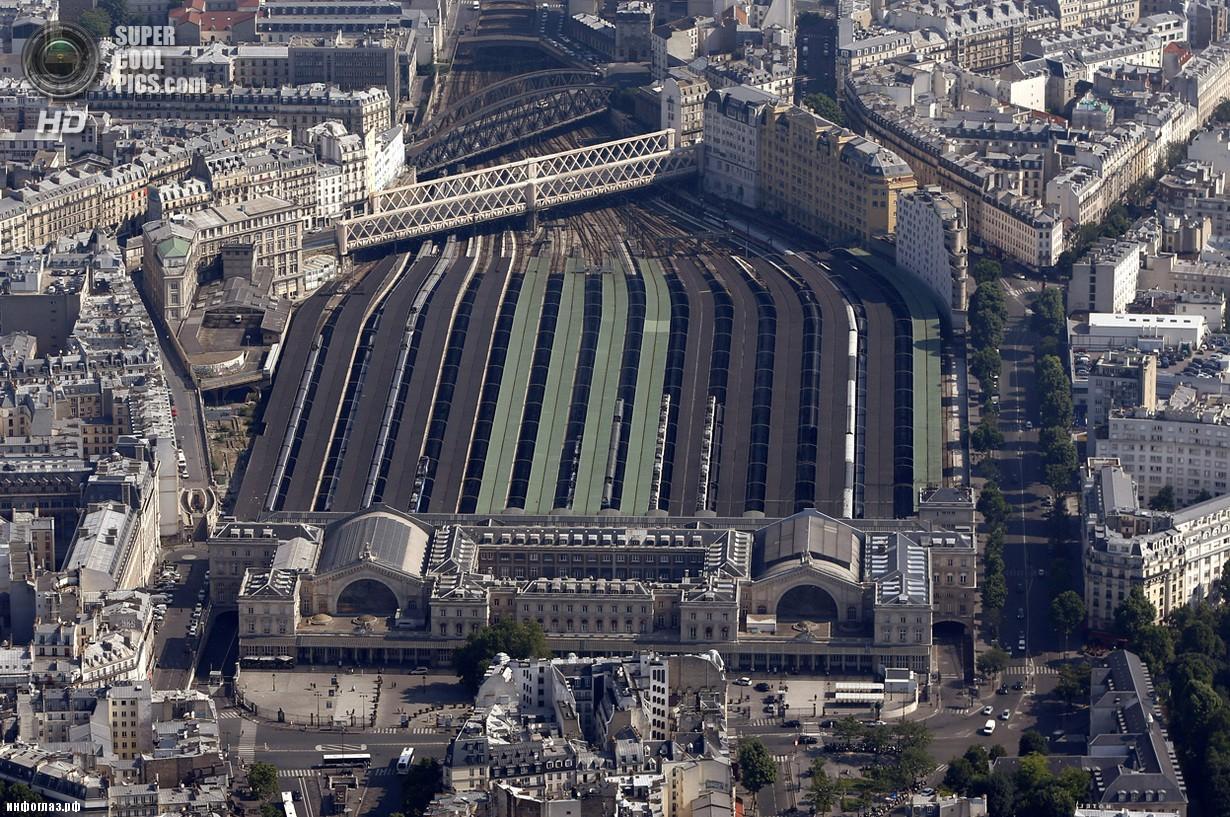 Франция. Париж. 14 июля. Восточный вокзал. (REUTERS/Charles Platiau)