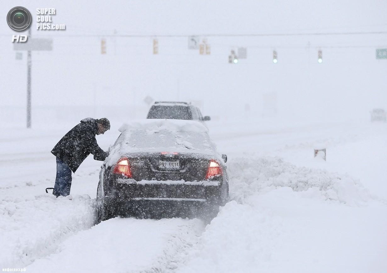 США. Сионсвилл, Индиана. 5 января. Последствия рекордных морозов. (AP Photo/Darron Cummings)