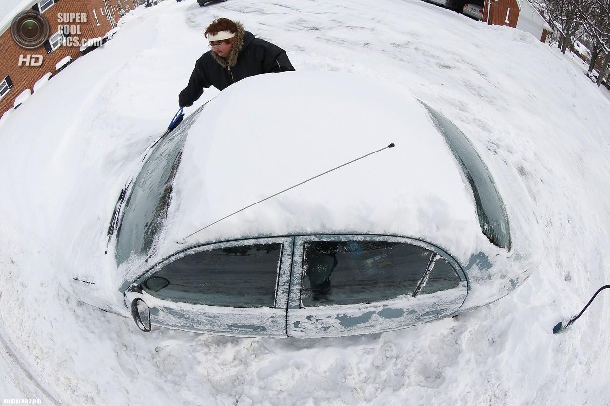 США. Гросс-Пуэнт, Мичиган. 6 января. Последствия рекордных морозов. (AP Photo/Paul Sancya)