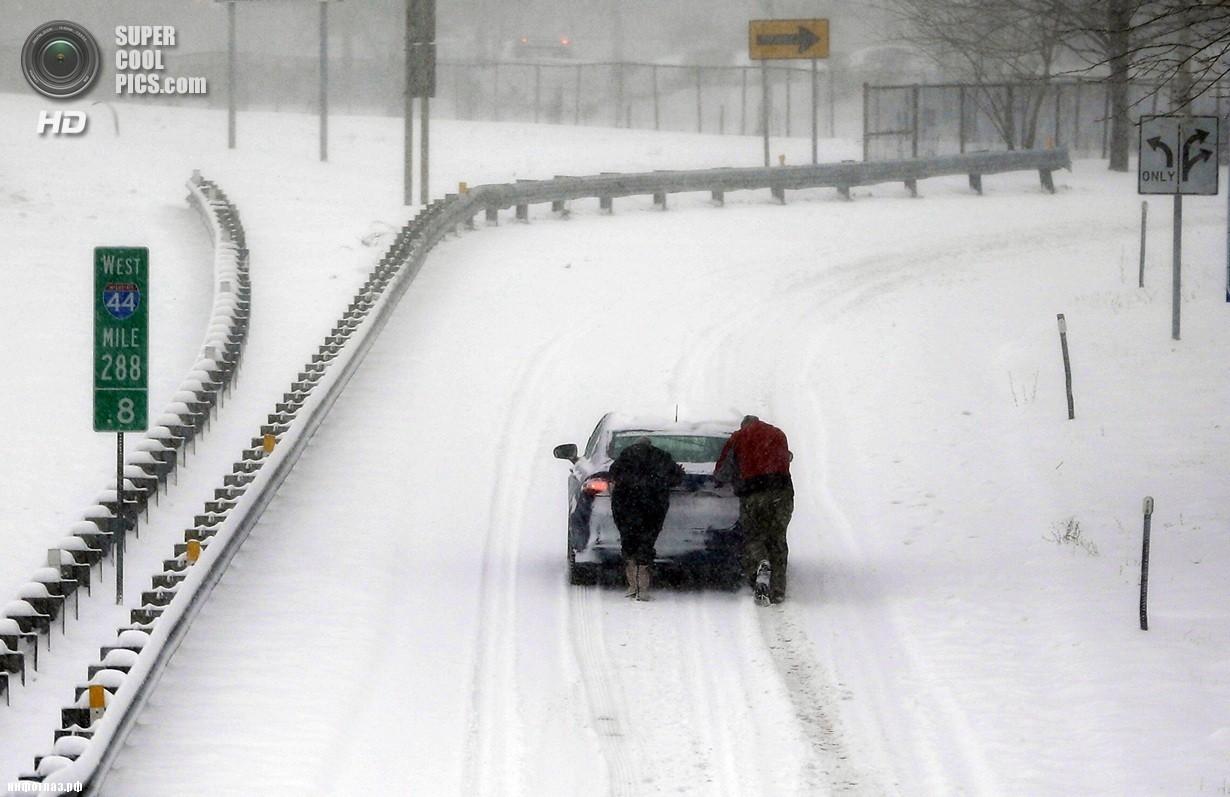 США. Сент-Луис, Миссури. 5 января. Последствия рекордных морозов. (AP Photo/Jeff Roberson)